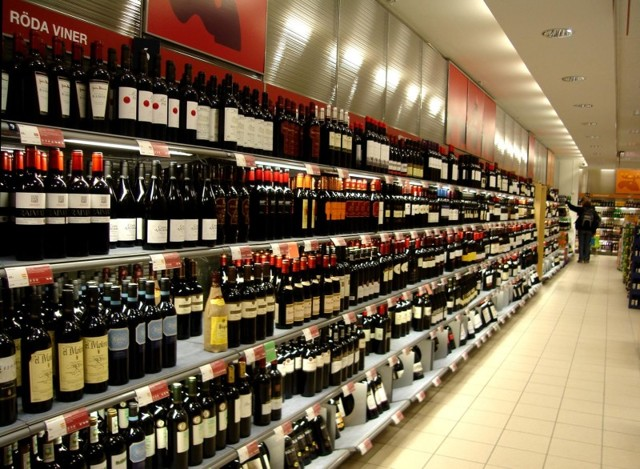 Лицензия на алкоголь в 2019-2020 годы: цена на оптовую и розничную продажу, штрафы за торговлю без лицензии для ИП, бара и общепита