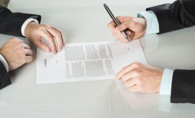 Работа по договора подряда: чем отчается от трудового договора, оплачивается ли больничный лист, образец