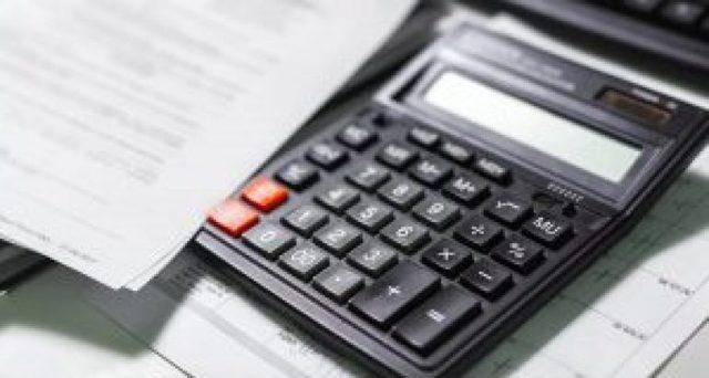 Как рассчитать отпускные: формула расчета по Трудовому кодексу в 2019 году, как начисляются и оплачиваются, как рассчитать количество дней отпуска за отработанное время при увольнении, правила и примеры расчета средней зарплаты для оплаты ежегодного отпуска в 28 календарных дней за год, можно ли провести расчет онлайн, отпуск за полгода работы, после декрета, при неполном рабочем дне