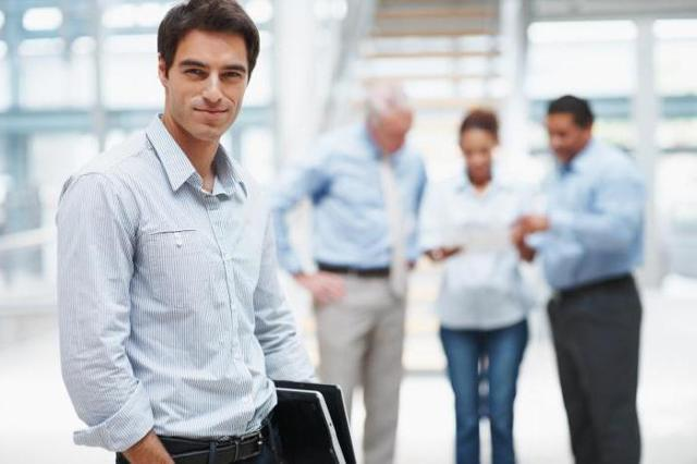 Можно ли открыть ИП, если официально трудоустроен на работе или являешься муниципальным служащих, при других видах занятости