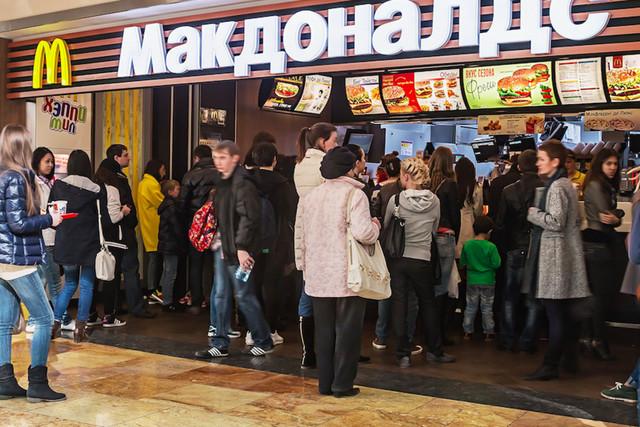 Франшиза Макдональдс: цена в России в 2019 году, как купить, стоимость первичной франшизы и капиталовложения в открытие, заполнение анкеты на официальном сайте mcdonalds, условия для работы по франшизе